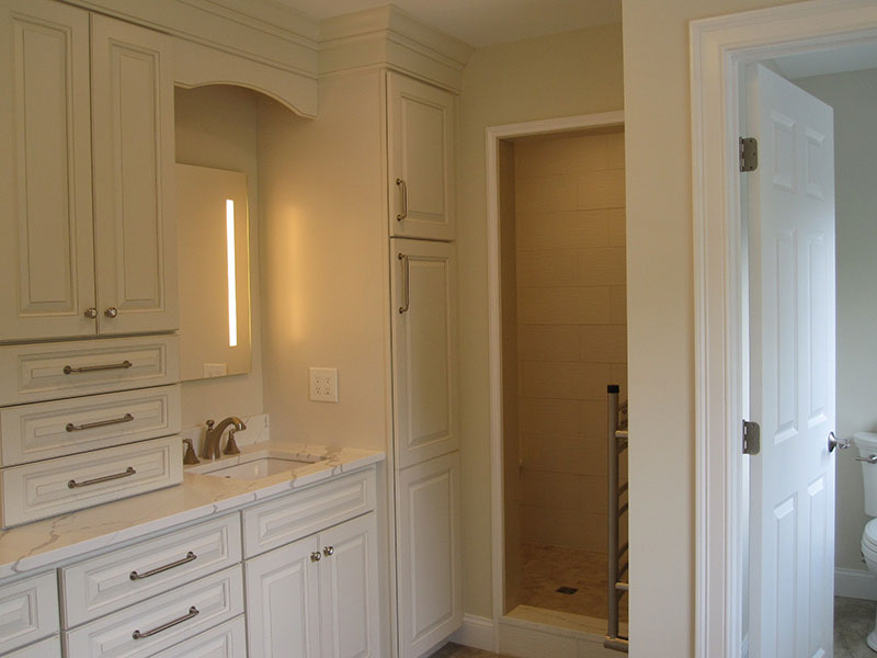 Evergreen Crossing custom home bathroom