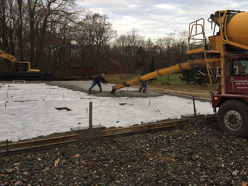 Pouring and leveling concrete floor